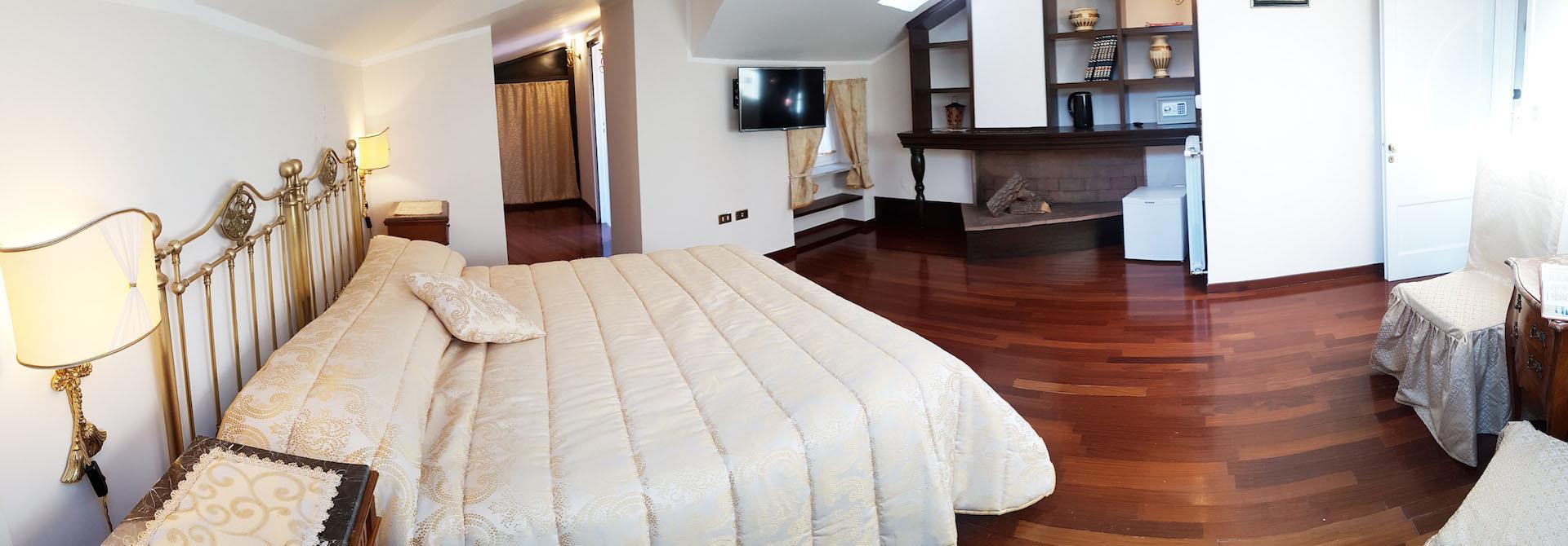 b&b caserta real borbone reggia di caserta camino in camera con terrazzo junior suite 1