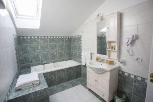 b&b caserta real borbone reggia di caserta camino in camera terrazzo juniorsuite bagno con vasca
